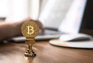 bitcoin energi solare cambio valuta fisco legge europa