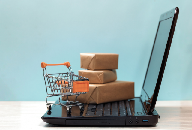 Differenza tra Live streaming Ecommerce e Social Commerce EcommerceGuru
